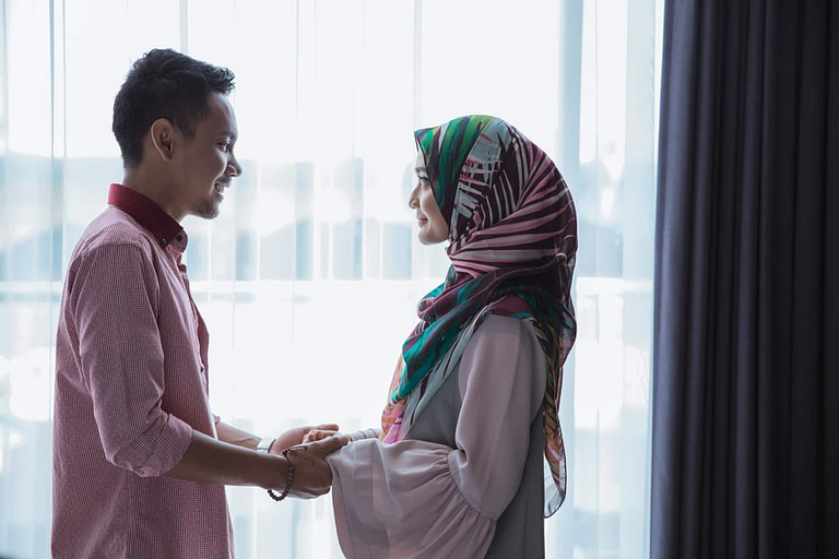 romantic-muslim-couple-holding-hands-resize